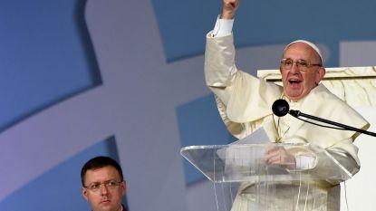 """Paus noemt maagd Maria """"eerste influencer"""" en het internet gaat niet akkoord"""