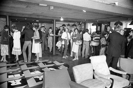 Archieffoto bij de opening van Roosendaalse jongerensociëteit 't Kros