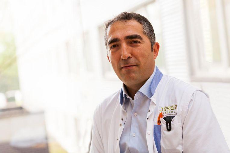 Hartchirurg Alaaddin Yilmaz vertoeft momenteel in Dubai, waar hij zijn expertise deelt met de wereld.