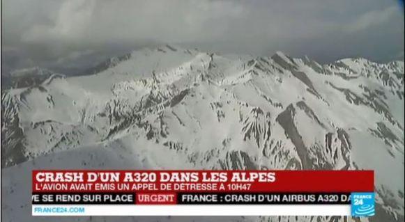 Het besneeuwde gebied waar het vliegtuig neerstortte.