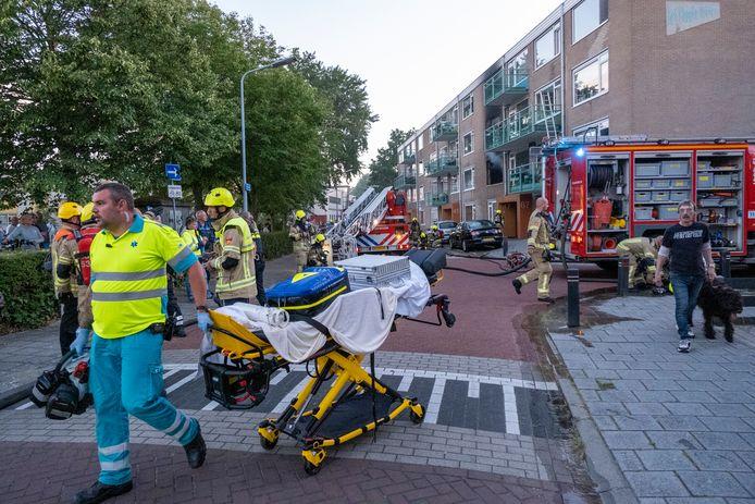 Hulpdiensten rukten massaal uit nadat donderdagavond een explosie plaatsvond in een appartementencomplex aan de Hogeweg.