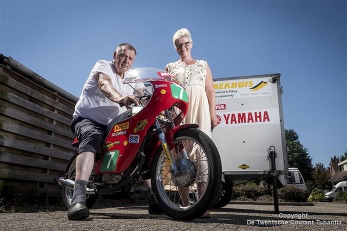 Herman en Marga met hun trotse bezit, een stokoude Morini 125 cc