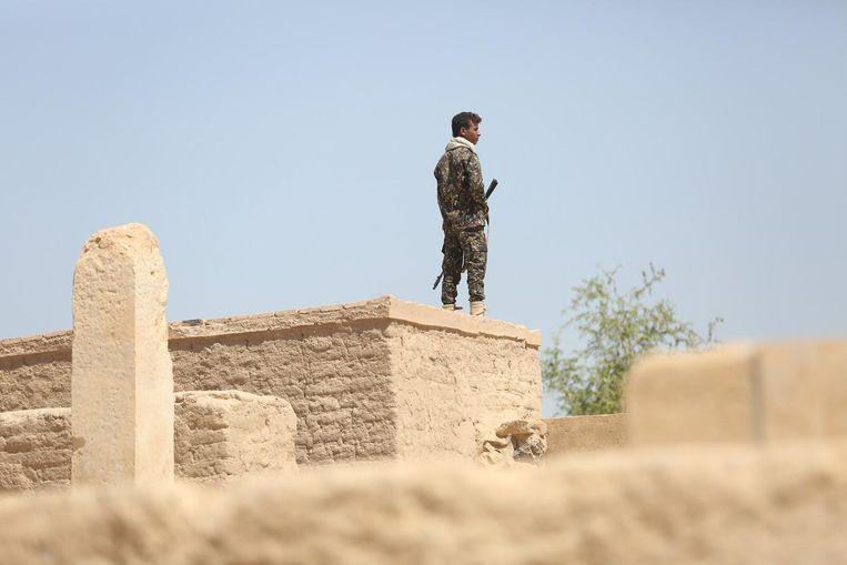 Een soldaat houdt de wacht Beeld reuters