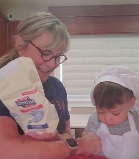 TikTok-filmpje van oma die koekjes bakt met ongeduldige kleinzoon schiet naar recordhoogte