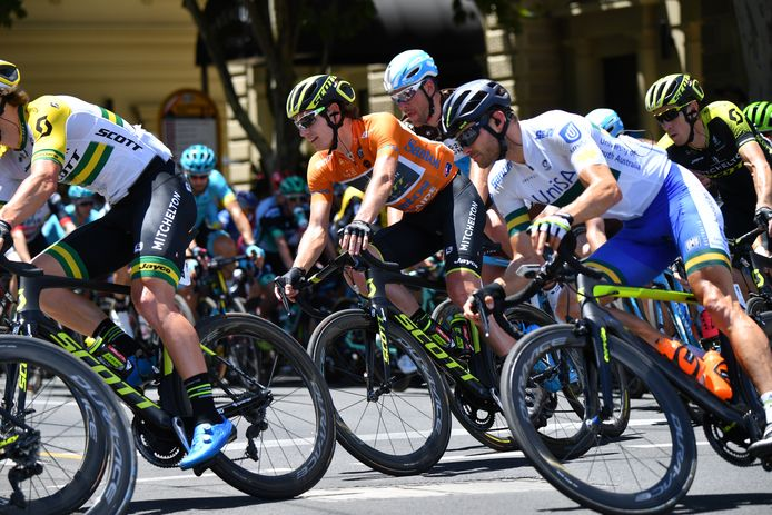 Daryl Impey (in oranje) won al Tour Down Under