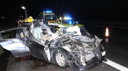 Vier jongeren zwaargewond na botsing op vrachtwagen op E17