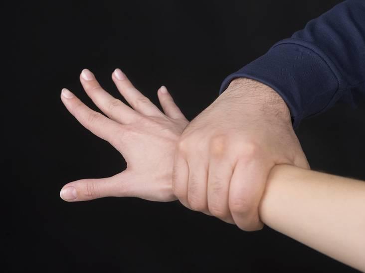 Meisje (18) mishandeld en bedreigd met mes bij Stada Stores in Breda