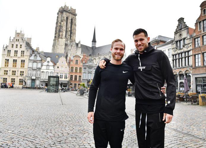 Gustav Engvall en Michael Verrips op de Grote Markt in Mechelen.
