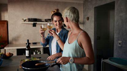 6 tips voor een romantische avond thuis (en néé: Netflix staat er niet tussen!)