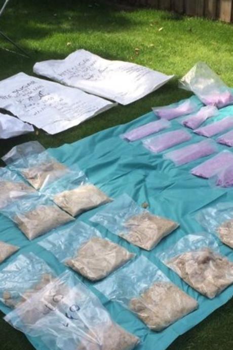 Xtc-maker wordt op heterdaad betrapt in Geldrop, politie vindt tienduizenden pillen en kilo's mdma