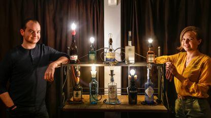 Lege flessen krijgen nieuw leven als originele lampen dankzij Nick en Alexandra van Léon - Crafted in Belgium