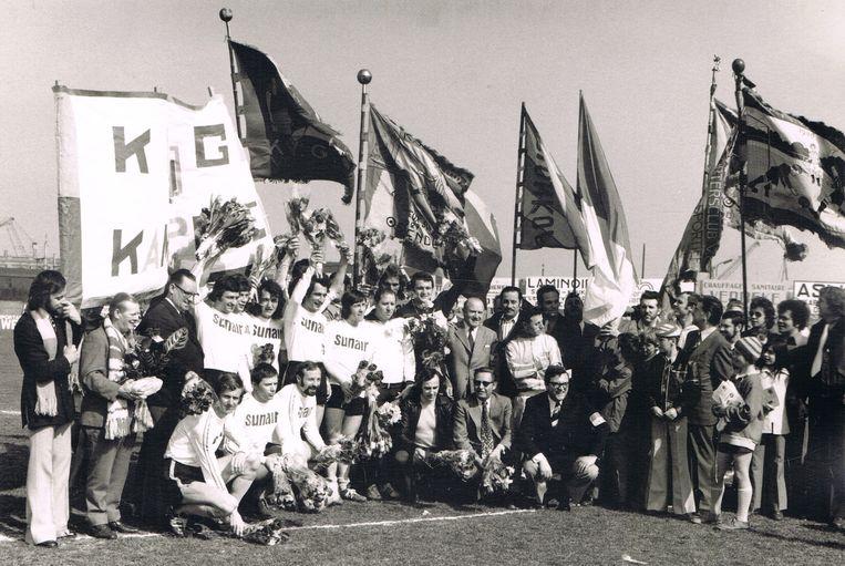 Een van de vele feestelijke foto's: VG Oostende speelde kampioen in vierde klasse.