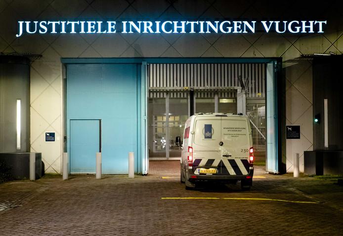 De voormalige Tilburgse coffeeshophouder Johan van Laarhoven wordt direct na zijn aankomst vanuit Thailand naar de gevangenis in Vught overgebracht.