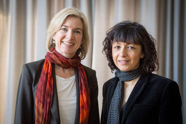 Nobelprijswinnaars Jennifer A. Doudna (l) en Emmanuelle Charpentier (r). Beeld EPA