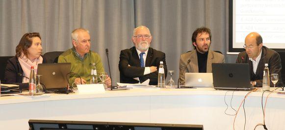 Burgemeester Jan Durnez (midden) op de gemeenteraad.