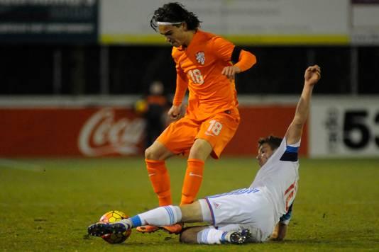 Mink Peeters in actie voor Oranje Onder 18.