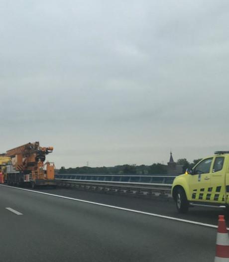 Lange file op A50 door vrachtwagen met pech