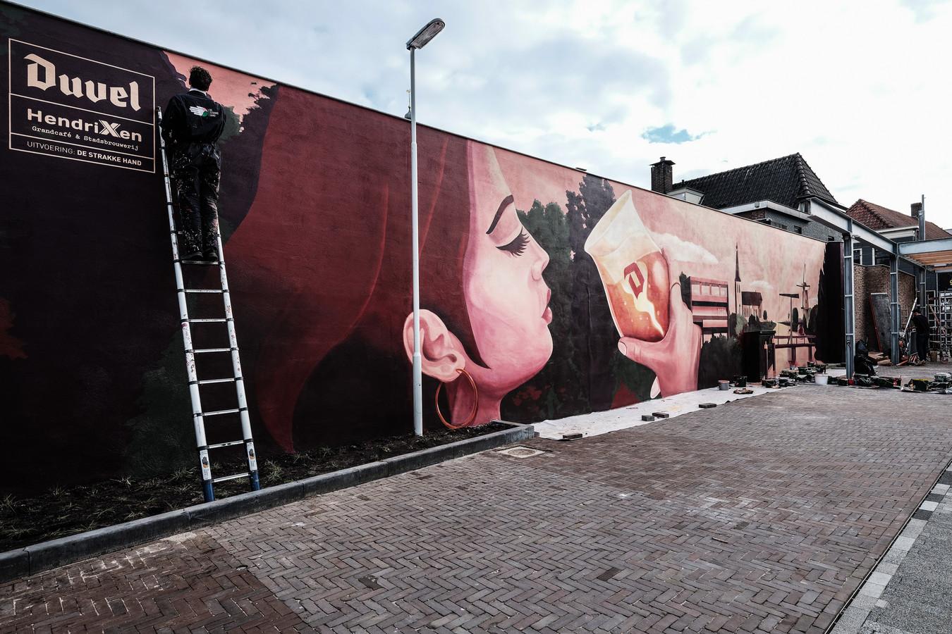 De muurschildering op het Joop Sarsplein in Doetinchem.