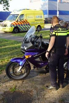 Motorrijder wordt onwel door insect, met spoed naar ziekenhuis