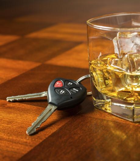 Man kruipt met alcohol op achter het stuur en botst tegen vangrail langs A2 bij Vught