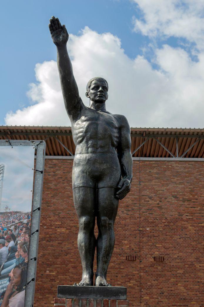 Het standbeeld bij het Olympisch Stadion.
