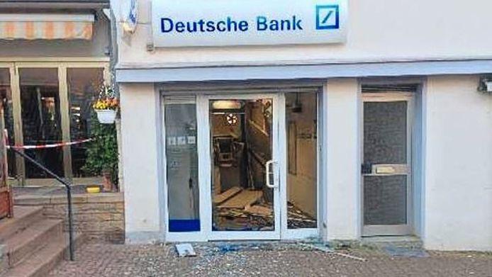 Het bankfiliaal in Bad Iburg na de plofkraak op 11 mei 2017.