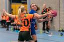 HV Huissen (blauw) en HV Angeren vochten felle duels uit.
