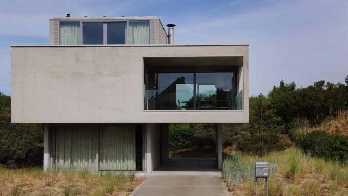 WOONVIDEO: Deze moderne bel-etage op poten gaat helemaal op in de duinen