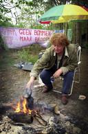 Mariette Moors op haar kampje in de bossen bij vliegbasis Volkel, zo rond de eeuwwisseling.