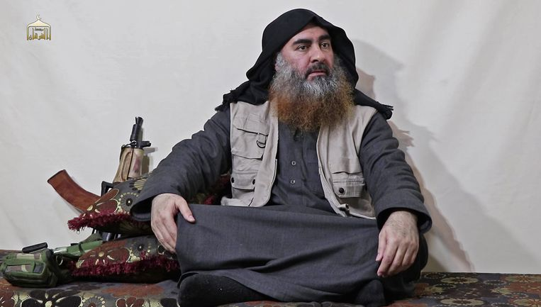 Abu Bakr al-Baghdadi in een interview met IS-persbureau Al-Furqan. Beeld AFP