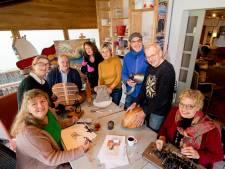 Kunstenaars in actie in oude boerderij Geldermalsen