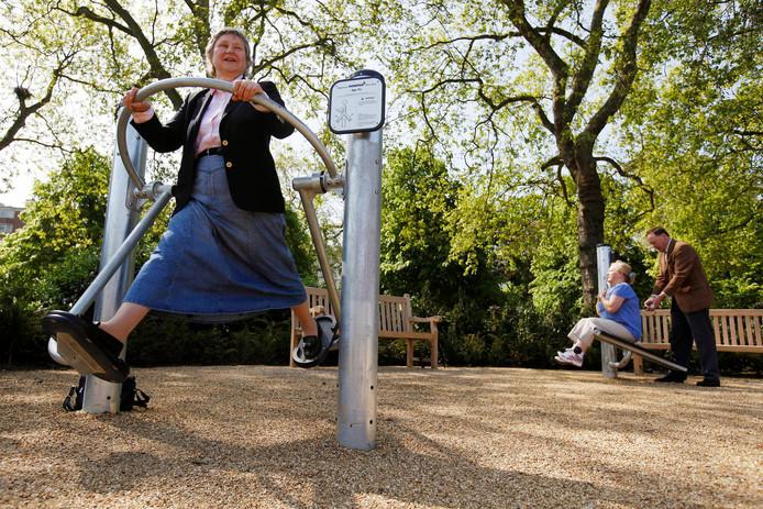 Lekker buiten sporten. Dat is de gedachte achter het outdoor fitnesspark dat in Steenwijkerwold moet komen. Maar de provincie Overijssel wees de subsidie-aanvraag af, dus nu is er een gat van 20.000 euro in de begroting. (Stockfoto)