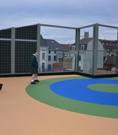 """Sint-Bavobasisschool opent 5 nieuwe klaslokalen én speelplaats op dak: """"Spelen met zicht op torens van Gent"""""""