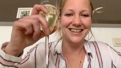 """Cafébazin uit Zingem organiseert virtueel aperitief via Facebook: """"Ik mis mijn klanten, maar moedig ze ook aan om thuis te blijven"""""""