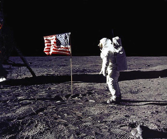 Bij filmpjes waarin de echtheid van de maanlanding in 1969 in twijfel wordt getrokken, wordt voortaan een extra tekstballonnetje geplaatst met alternatieve informatie.