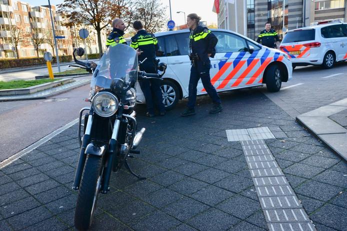 Motorrijder onderuit op Kloosterplein in Breda.