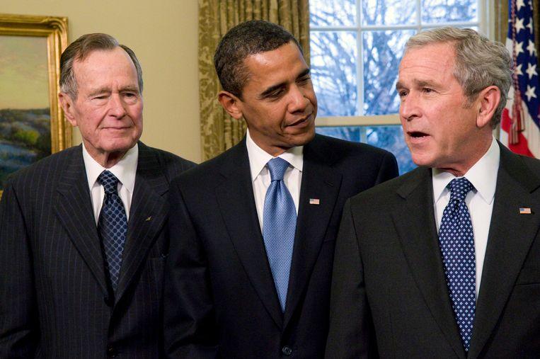 Barack Obama tussen de twee voormalige ambtsgenoten Bush.