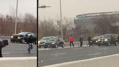 Chaos nadat geldtransport lading verliest op Amerikaanse snelweg