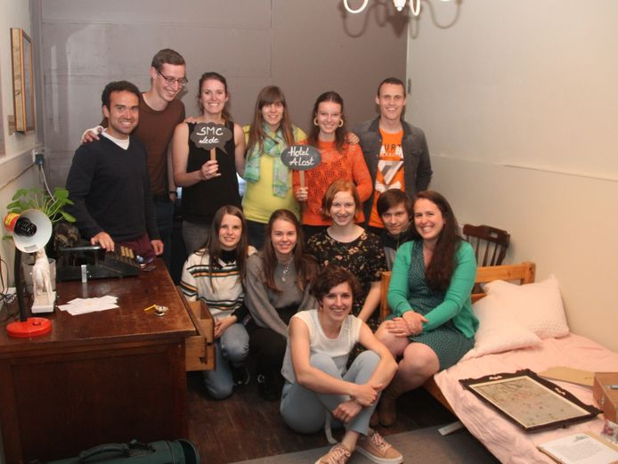 De testgroep 'leerkrachten' samen met enkele leerlingen en de leerkrachten STEM in escaperoom Hotel A Lost.