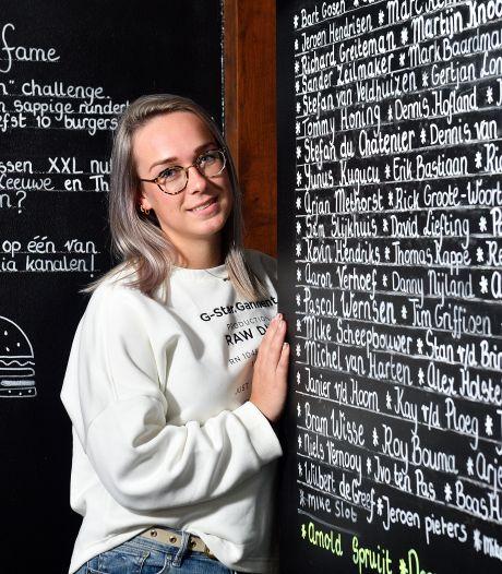 Zelfs Dave Roelvink doet de challenge van Barbara (24): 'Doel is om hamburger met 3 kilo vlees te eten'