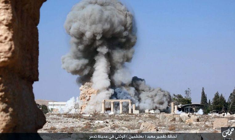 Een still uit een video van IS, waarop de ontploffing van een gebouw in Palmyra te zien zou zijn. Beeld ap