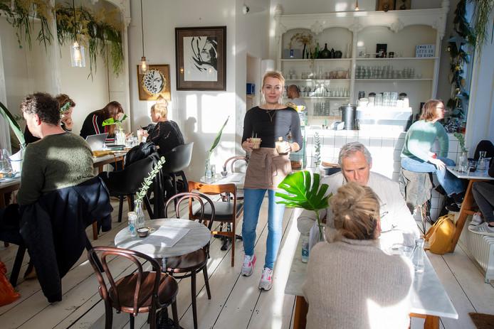 Marleen de Kort in Down Town Nijmegen aan de Kannenmarkt