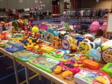 Speelgoed ruilen op beurs in Almelose school De Wissel