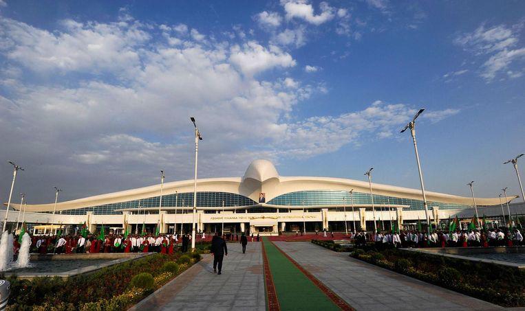 Het nieuwe vliegveld in Ashgabat. Beeld AFP