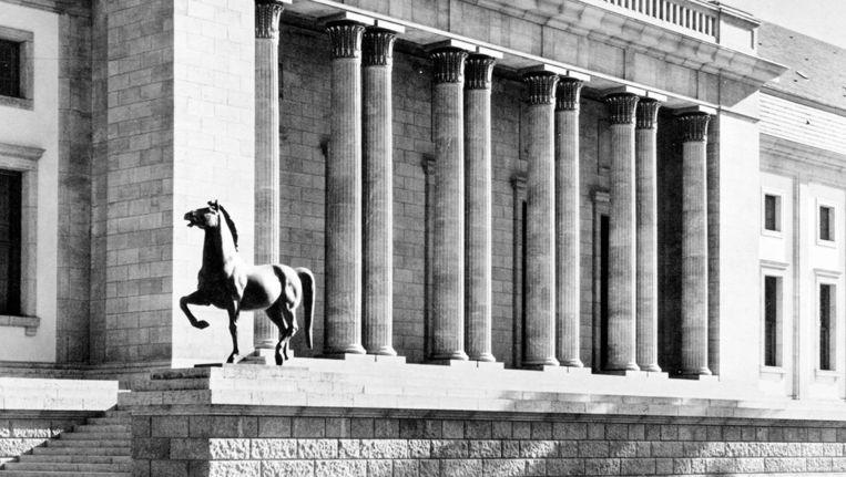 Een van de paarden bij de Rijkskanselarij in 1939. Beeld AGK