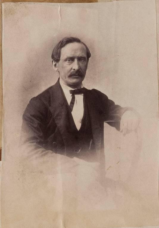 In het album werden foto's aangetroffen die de Universiteit van Twente via biometrisch onderzoek aan de hand van zelfportretten kon benoemen als eveneens zelfportretten van legerarts Toon Bauduin