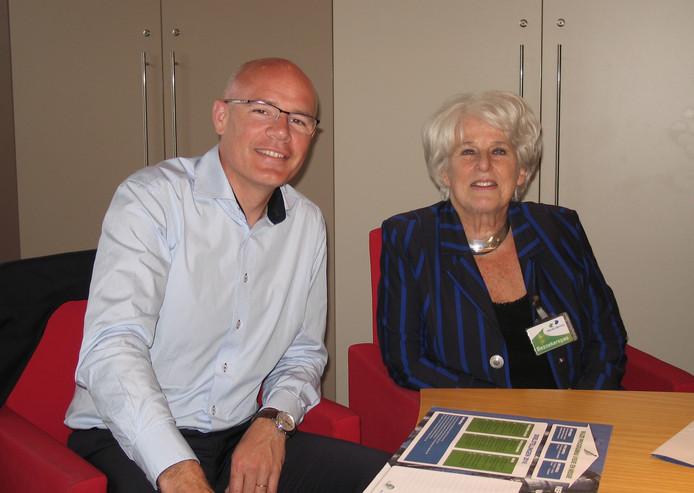 Karla Peijs en Tanneguy Descazeaud, algemeen directeur van Zeeland Refinery.