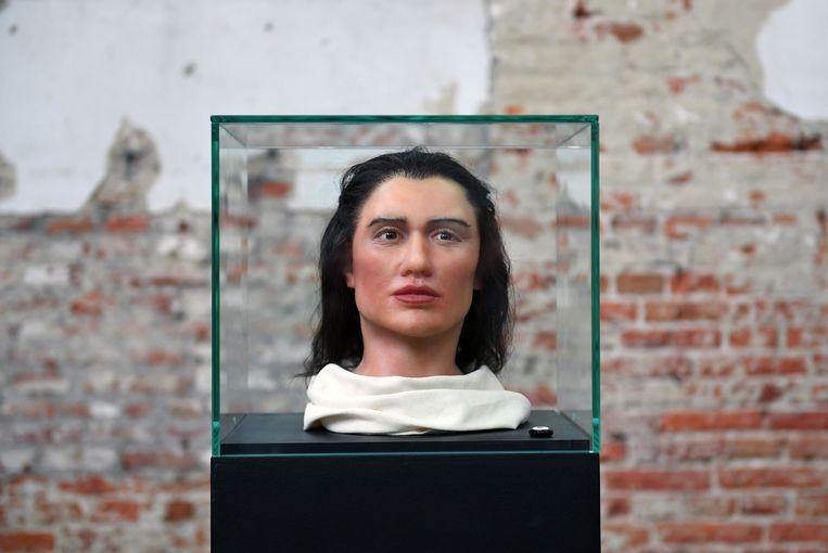 Een internationaal onderzoeksteam heeft op basis van goed bewaarde skeletten twee levensechte gezichtsreconstructies gemaakt van oorspronkelijke inwoners van Sagalassos.