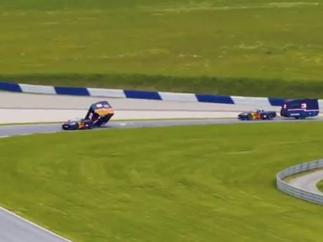 Verstappen en Ricciardo vermaken zich met caravanrace