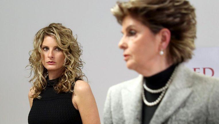 Summer Zervos (links) met haar advocaat Gloria Allred tijdens de persconferentie. Beeld epa